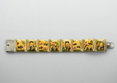 Bracelet formé de huit sections rectangulaires...