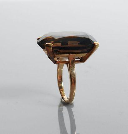 Bague en or jaune, 750 MM, ornée d'un quartz...