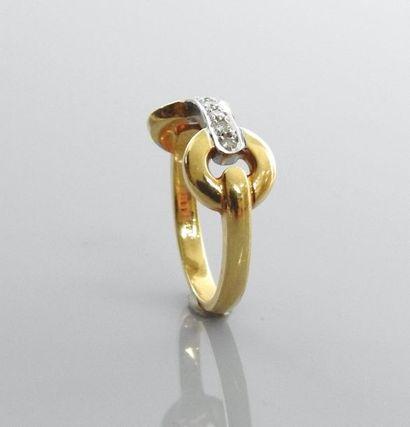 Bague en or jaune, 585 MM, centrée d'une...