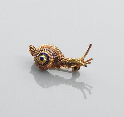 Broche figurant un escargot en or jaune,...
