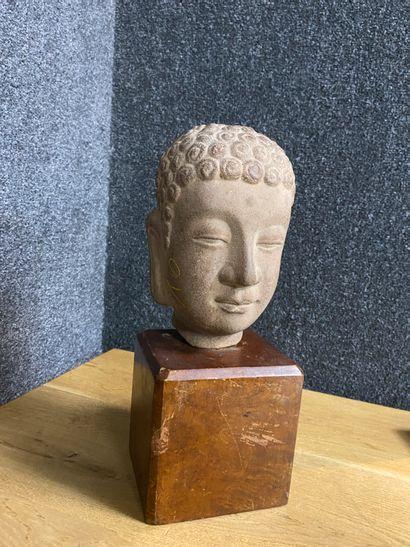 Asie du Sud Est Tête de bouddha en grès...