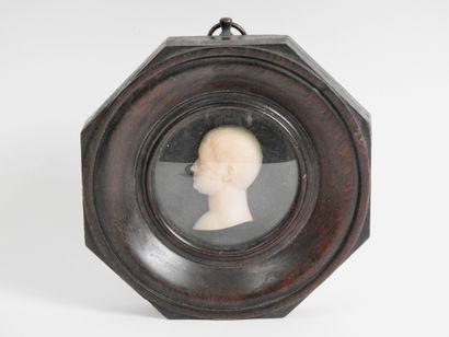 Ecole du XIX° siècle  Portrait  Marbre sculpté...