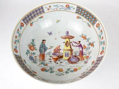 Coupe en porcelaine européenne décor au chinois...