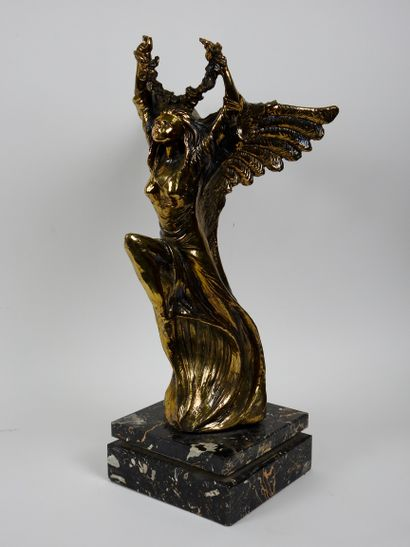 G. Gusella  Sans titre  Bronze à patine doré...
