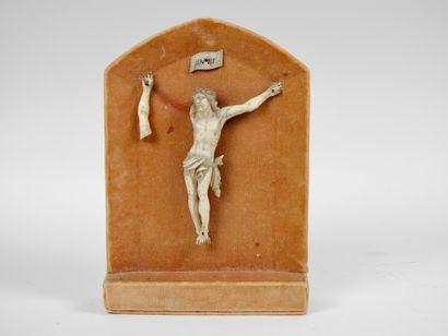 Christ en ivoire du XIXème siècle  H 16 cm...