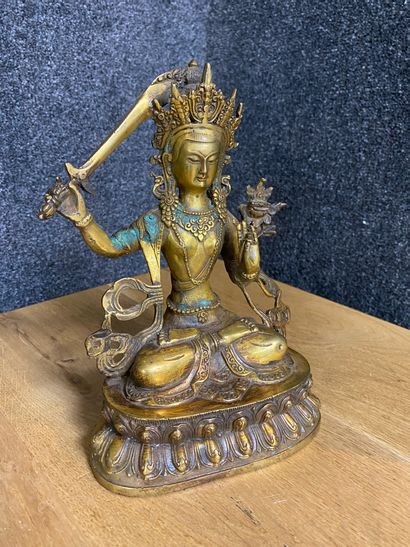 Bouddha en bronze doré assis en position...