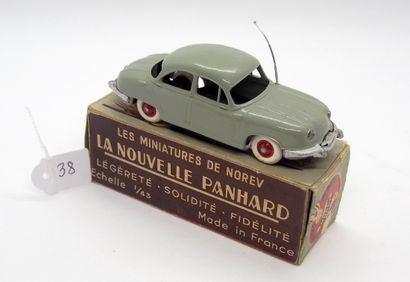 NOREV - France - 1/43e - Plastique (1)  # 4 - PANHARD DYNA Z  Gris-vert, plancher...