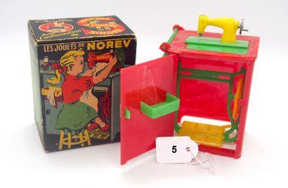 NOREV - France - Plastique dur (1)  RARE  Machine à coudre SINGER  Rouge, verte...