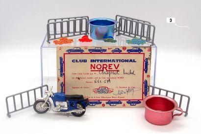 NOREV - France (14)  Lot d'accessoires et divers comprenant:  - 6 barrières (plastique)...