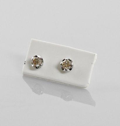 Boutons d'oreilles en or gris, 750 MM, orné...
