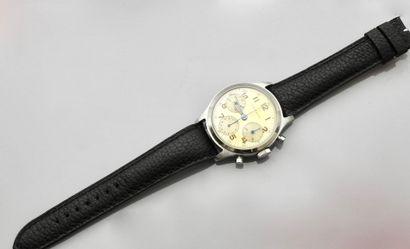 WITTNAUER , Rare bracelet montre chronographe double poussoir en acier, fond crème,...