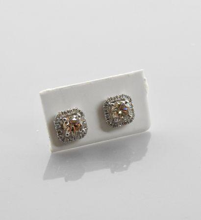 Jolis boutons d'oreilles, forme carrée en...