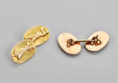 Paire de boutons de manchettes à motifs ovales en or jaune, 585 MM, chacun dessinant...