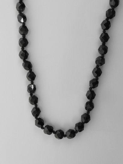 Sautoir de perles facettées en jais, longueur 1,20 m,