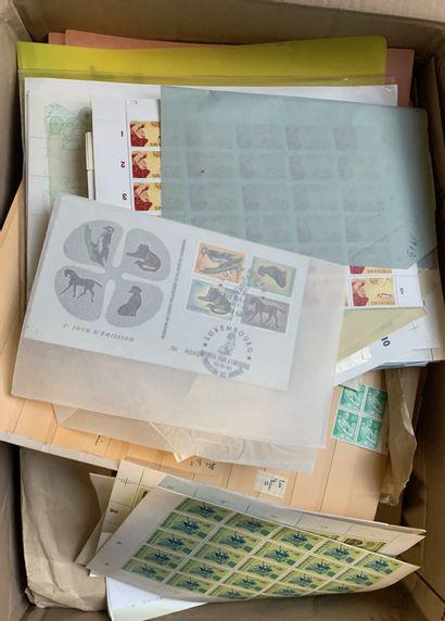 1 Carton Timbres en planches + Epreuves d'artiste...
