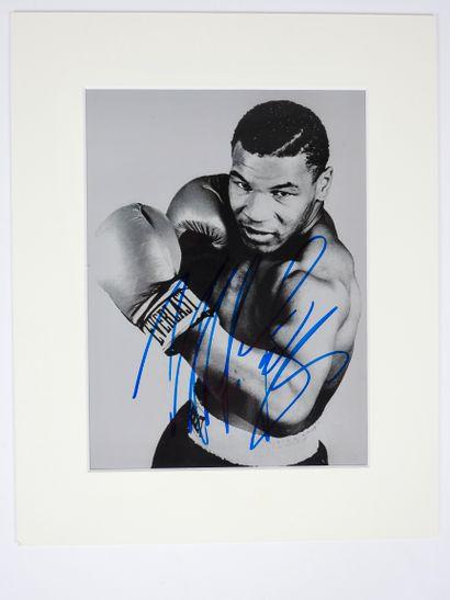Boxe. Tyson. Autographe. Sur belle photo...