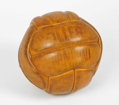 Ballon. Ballon de handball, belle patine...