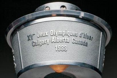 Torche officielle des XVe Jeux d'Hiver avec son étui officiel. Superbe réalisation...