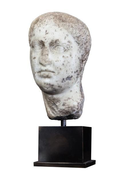 Tête en marbre grecque ou romaine à l'aspect...