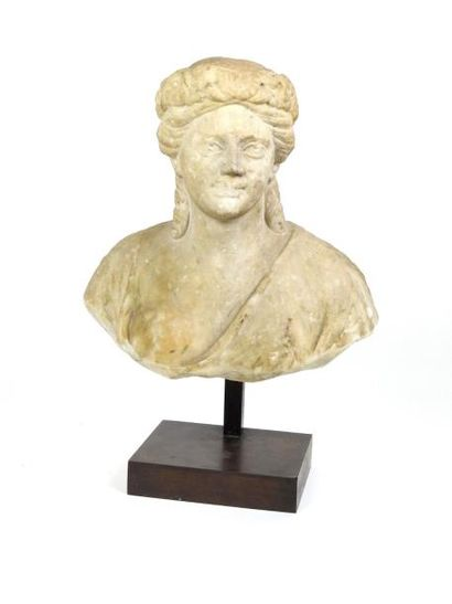 Buste féminin de Bacchante Type idéalisé...