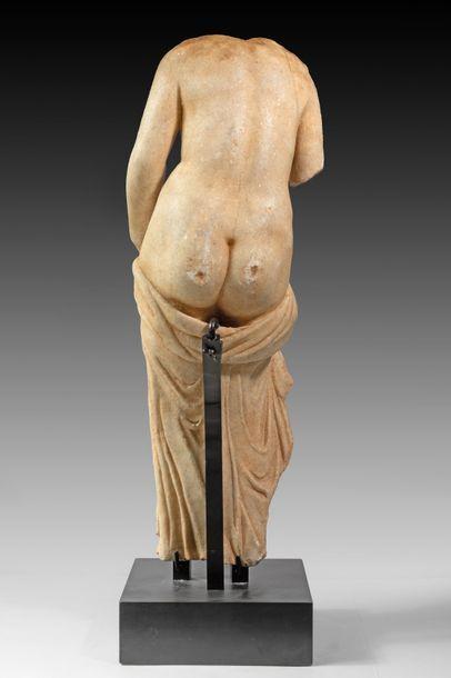 Fin corps dénudé de la Déesse Vénus au coquillage probablement anadyomède. Le drapé...