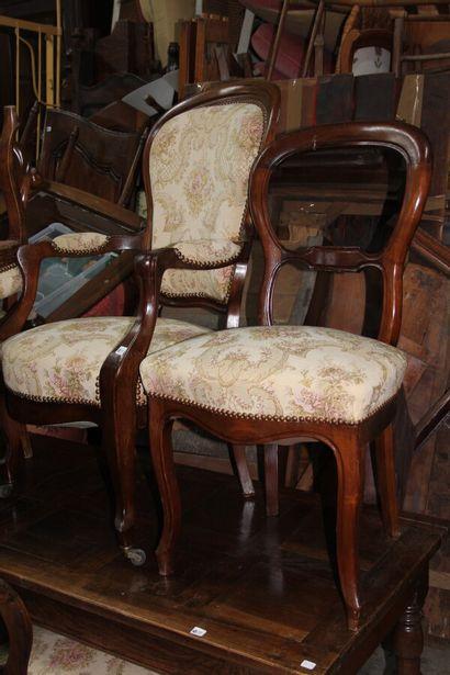 Suite de cinq chaises pelote en bois teinté,...