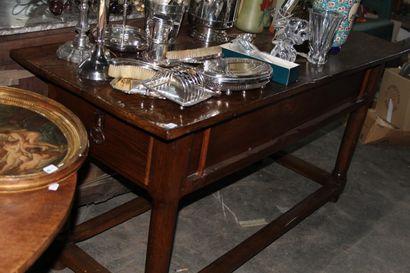 Table rustique en chêne teinté, deux tiroirs...