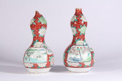 Paire de vases double gourde en porcelaine...