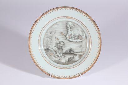 Assiette en porcelaine à décor en grisaille...