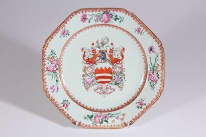 Assiette en porcelaine Compagnie des Indes...