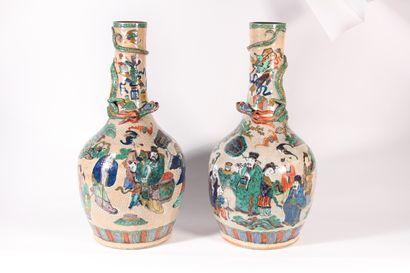 Paire de vases en céramique craquelée et...