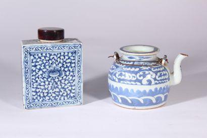 Théière en porcelaine bleu blanc à décor...