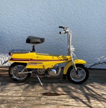MOTOBECANE Mobyx type X7 cyclomoteur CL jaune, 1 place du 01/10/1973 n° de série...