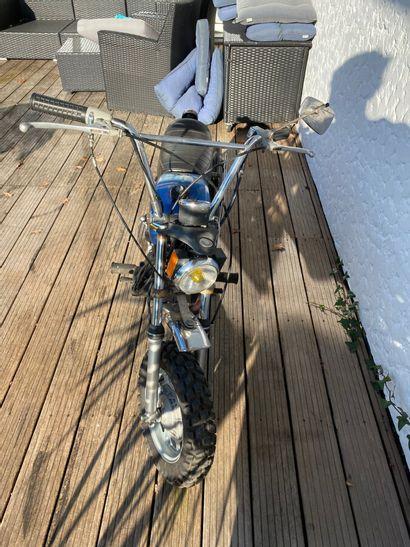 HARLEY DAVIDSON Aermachi type 90X vélomoteur MTT1 bleu, noir et chromes, 1 place...