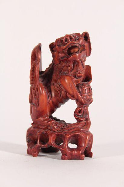 Lion bouddhique en bois sculpté  Chine, XXème...