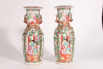 Paire de vase en porcelaine de Canton, décor...
