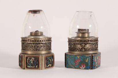 Deux lampes de fumeur d'opium en cuivre et...