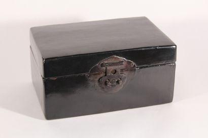 Coffret en bois laqué noir  Chine, XXème...