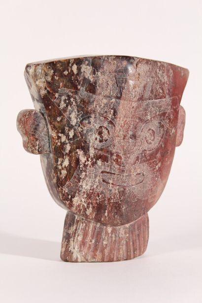 Masque en jade dans le style archaïque  Chine,...
