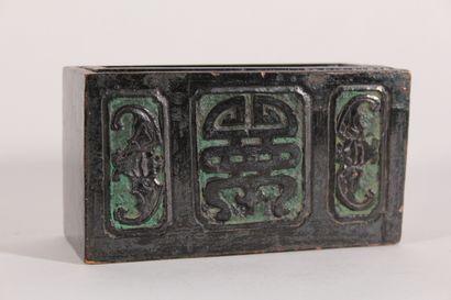 Boîte en bois à décor de chauve-souris et...