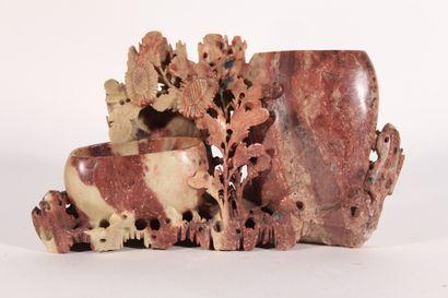Porte pinceaux en pierre de larre sculptée...