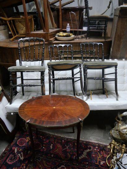Suite de trois chaises en bois noirci à décor...