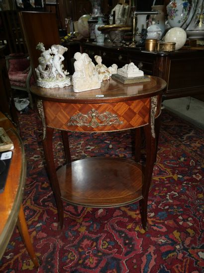 Petite table d'appoint en bois de placage...