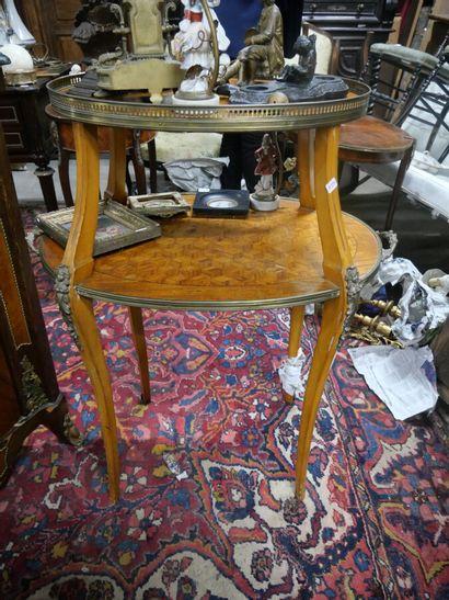 Table à thé en bois de placage à décor de...