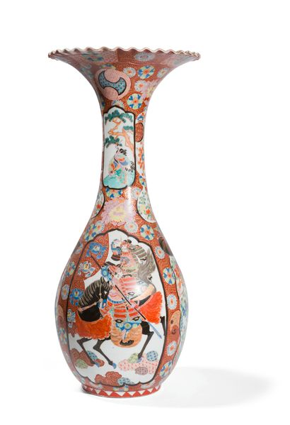 Arita  Grand vase en porcelaine, la panse...