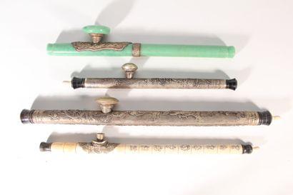 Ensemble de quatre pipes à opium, une en...