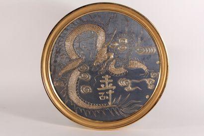 Panneau en médaillon de fil d'or et de soie...