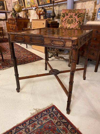 Table de mah-jong en bois exotique sculpté...
