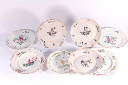 Ensemble de six assiettes en faïence régionale XVIII/XIXème siècle : cinq à décor...