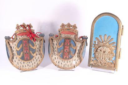 Paire d'éléments décoratifs en bois sculpté...